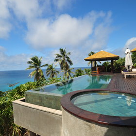 ...and a sparkling blue private pool!