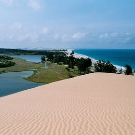 It offers a lush tropical climate, includes huge dunes, forest, savannah, wetlands...