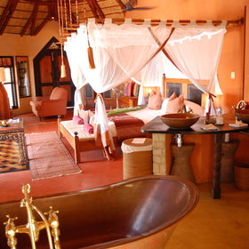 Or the more luxurious, such as Benguerra Lodge.