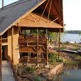 The David Livingstone Lodge is also close to the falls along the river.
