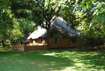 Zambia safari to South Luangwa National park including 4x4 drives and walking safaris in Norman Carr Safaris' Kapani Lodge in the Mfuwe area.