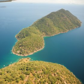 Domwe Island was linked to the mainland by the narrow Ilala Gap but is now reached by kayak or boat.