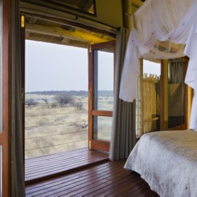 ... and offer spectacular views over the Etosha Pan.