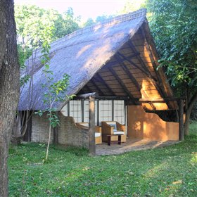The rooms consists of six chalets situated under tall trees and overlooking the river