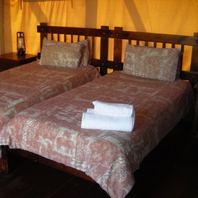 It offers a typical safari experience, whilst staying in one of the 15 desert tents.