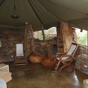 ...as well as some more traditional safari touches - like these canvas chairs.