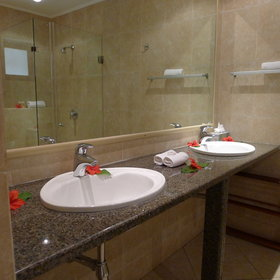 ...but there's also a separate en-suite bathroom, complete with double sinks...