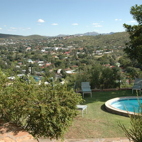 With stunning views over the city Hotel Pension Thule is situted in Windhoek.