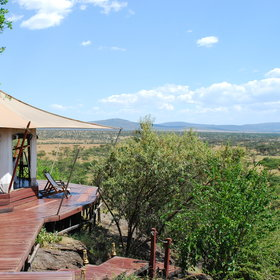 Hemingways Ol Seki Mara has one of the most striking locations in the Maasai Mara region.
