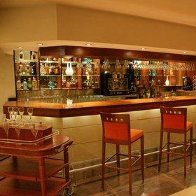 As you'd expect in what is essentially an airport hotel, the bar is reasonably well stocked…