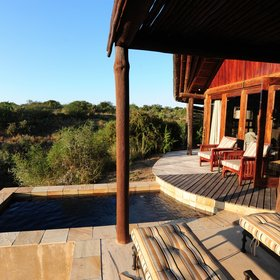 On your private veranda you can take a dip in the plunge pool...