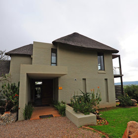 Sarili Lodge is located in Shamwari Game Reserve in South Africa,…