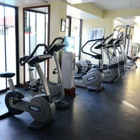 … and an extensive healthclub, including this well equipped gym.