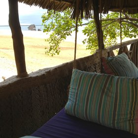 The Robinson-Crusoe atmosphere will appeal to people who want a rustic beach stay.