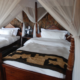 The bedrooms in the tented chalets have been tastefully decorated and furnished.