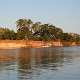 During the Emerald Season, when it rains, the river rises and great boat trips are possible.