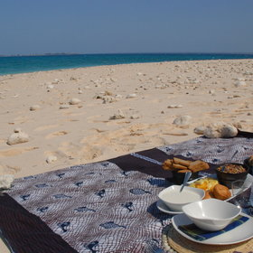 The area has much to offer, for example beach picnics like here from Coral Lodge…