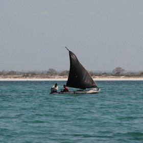 … sailing amongst the local fisherman on a dhow cruise…