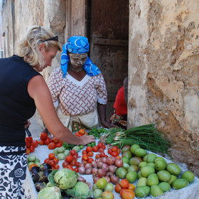 Wander around the stone town to experience the inhabitants' everyday life.