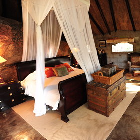 Choose between some luxurious camps as for example Amalinda...