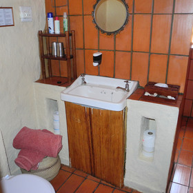 The en-suite bathrooms continue the orange theme...