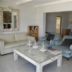 ... a lounge area, equipped kitchen and en-suite bathroom.
