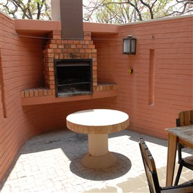 ...and an outisde area with built-in braai facilities.