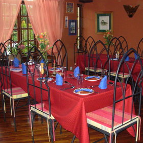 The elegant dining room serves excellent evening meals ...
