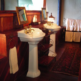 … and an en-suite bathroom with twin sinks…