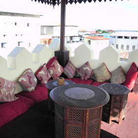 There is a roof top Swahili-style tea house which offers a 360° panoramic view of old Stone Town.