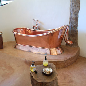 ... and the Coral Room has a hand-made copper bath...