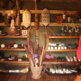 There is a well-stocked curio shop to buy some souvenirs.