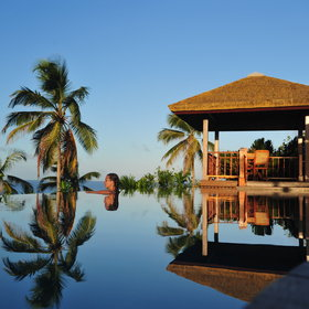...and a spectacular, sapphire-blue infinity pool and Jacuzzi, overlooking the Indian Ocean!