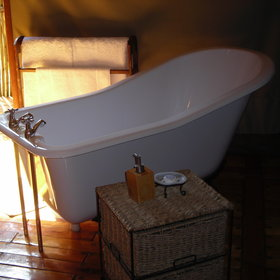 ...where you could relax after a long flight or dusty safari by wallowing in a bath.