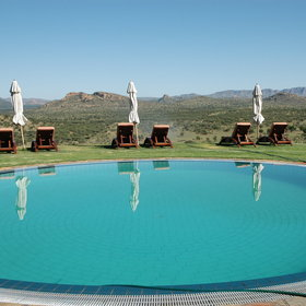 The Auas mountains can even be admired from the stunning pool!
