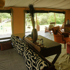Leleshwa is a small camp, and the lounge is very central.