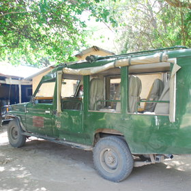 …and meeting a Basecamp safari vehicle like this one on the other side, inside the reserve.