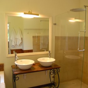 …and a gorgeous, modern bathroom.