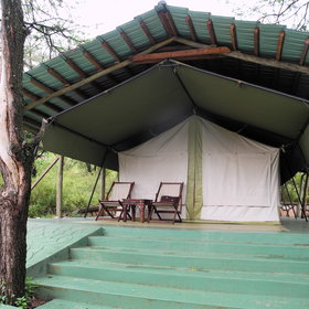 The tented rooms are all on stone basis, under an iron roof.