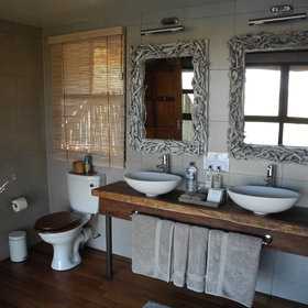 ...and en-suite bathroom with large shower.