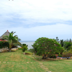 Tijara Beach is a quiet lodge set on a sweeping hill leading down to the sea.