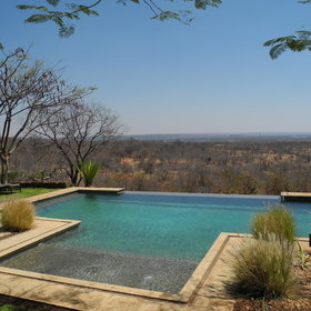 The infinity pool overlooks the unspoilt bush surrounding you.