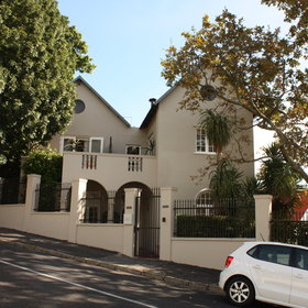 Four Rosmead is located on the lower slopes of Table Mountain