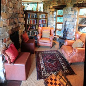 ... with a fireplace, ethnic carpets and sofas with colourful cushions.