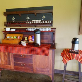 … here you can also find a drink station where tea and coffee are always available.