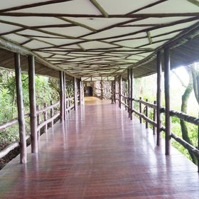 …and long walkways lead between the bedrooms to the main areas of the lodge.