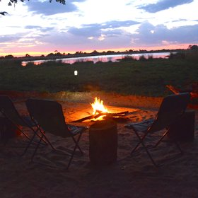 After your exciting trips you can relax with the other guests, sitting around the campfire.