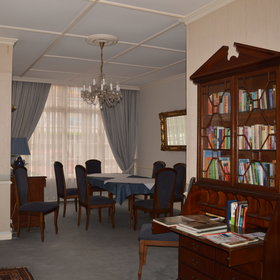 There is also a small library in the intimate residents' lounge.