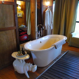…as well as a luxuriously deep bath and a outside plunge pool.
