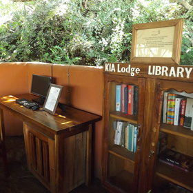 There is also a small library with a communal computer…